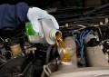 Сколько масла нужно заливать в двигатель?